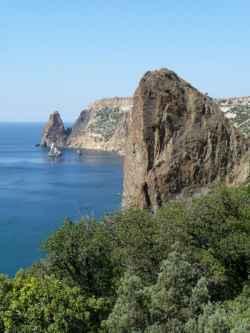 Hügelige Küste am schwarzen Meer