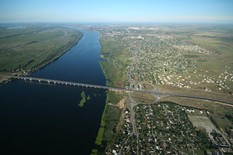 Die Antoniwkabruecke Kherson über den Dniepr