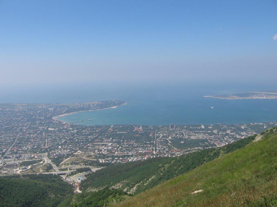 Wunderschöne Aussicht über die Bucht von Gelendzhik